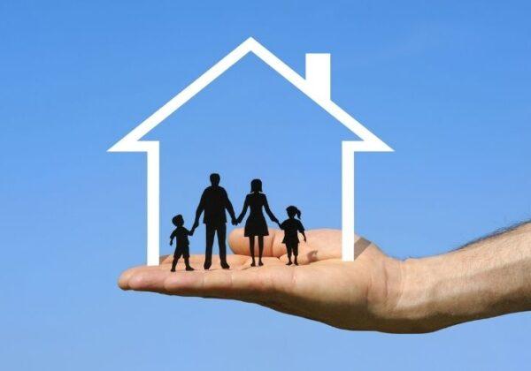 Vivo en la vivienda familiar con mis hijos desde mi divorcio. ¿Si comienzo una relación con una nueva pareja, tengo que abandonar la casa?